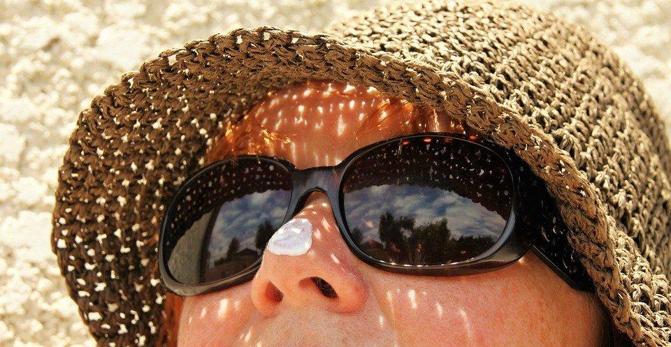 sunglasses to avoid crow's feet