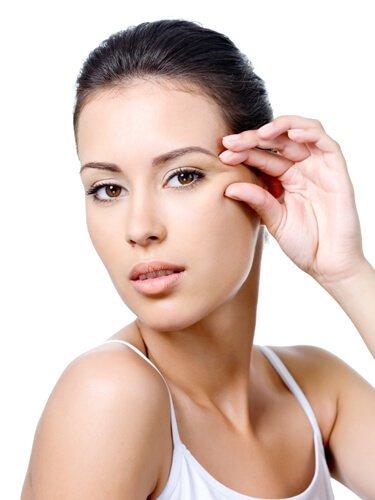 lady using regenerate multi peptide cream